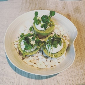 Lettuce meringue with goats cheese
